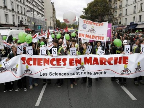 Manifesation sciences marche Paris