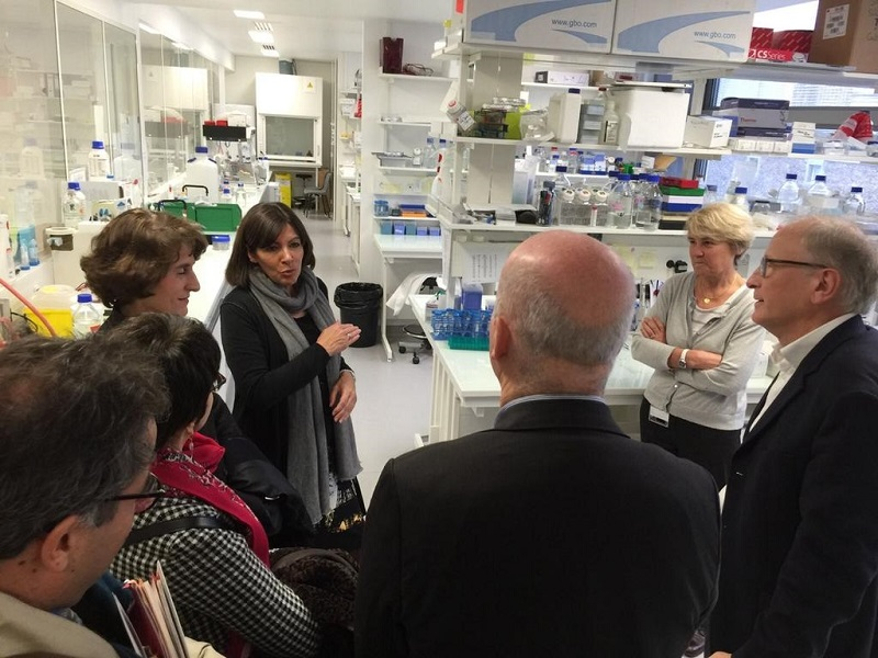 Anne Hidalgo visite l-Institut Imagine