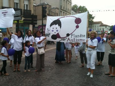 Manifestation associative planete autisme a agen