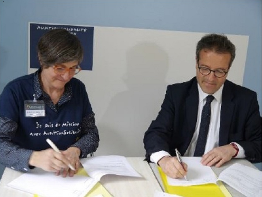 Signature de la convention de partenariat entre l association et le l_AP-HP
