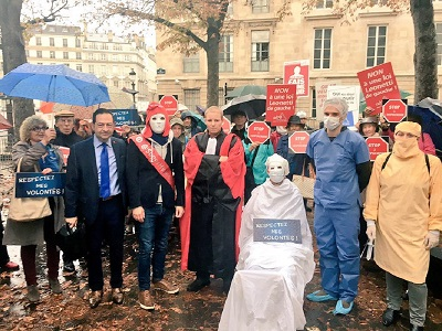 Manifestation euthanasie_a_Paris_devant_l_assemblee_nationale