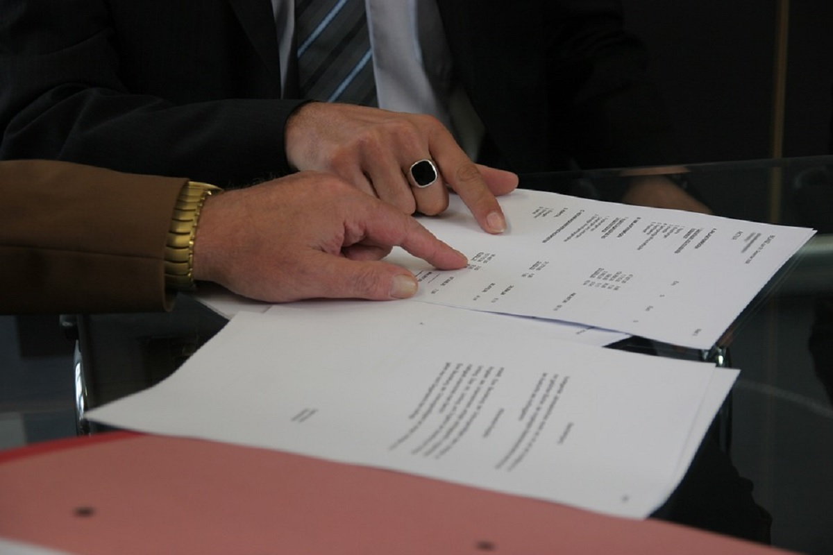 Signature d une convention entre deux parties