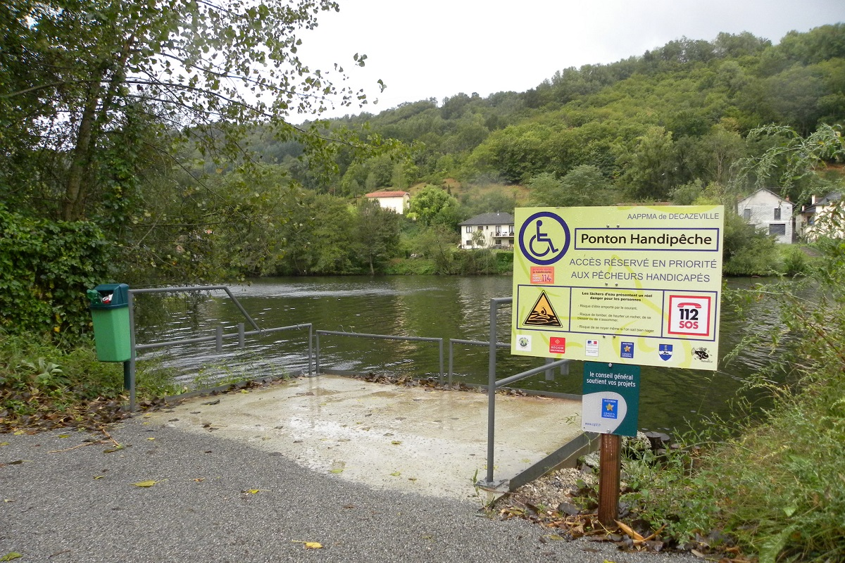 Un ponton de peche amenage et accessible a tous